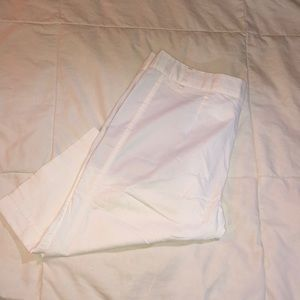 🌻 Bcbg Maxazria White stretch Bermuda shorts Sz 8